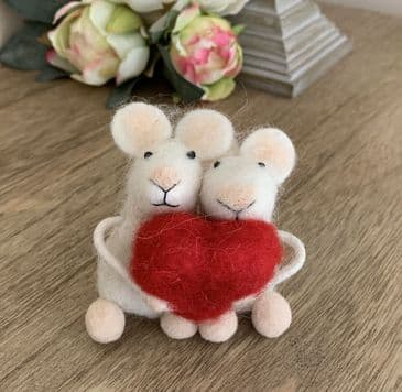 The Cutest Needlefelt 'Mouse Couple with Heart' Ornament