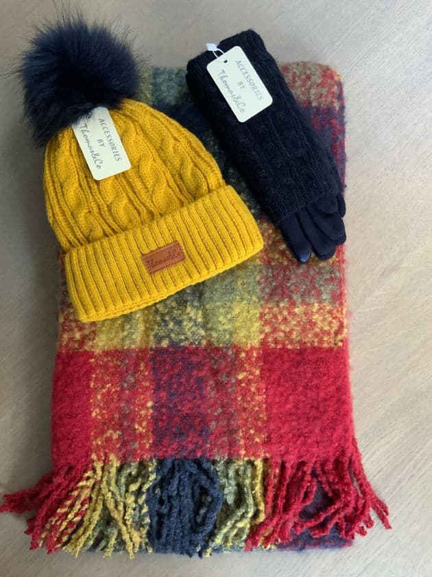 TC 341 YELLOW, NAVY & RED COMBINATION HAT, GLOVES & FLUFFY SCARF SET