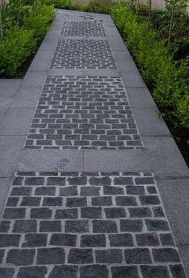 9 m2 Full Black Limestone Cobble Setts  20 cm x 10 cm
