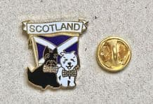 SCOTLAND WITH 2 SCOTTIE DOGS - PIN BADGE